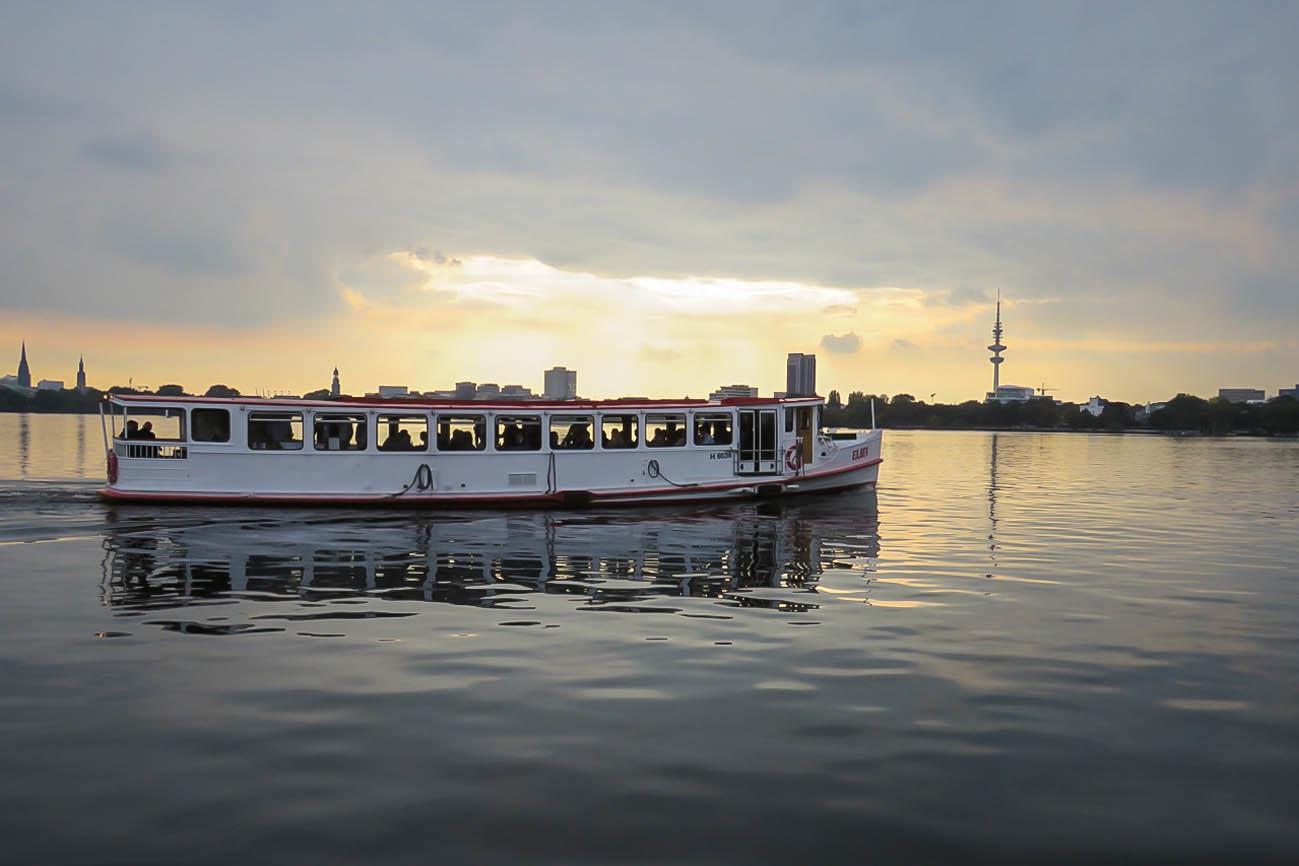 Hamburg Elbe Abendstimmung Schiff